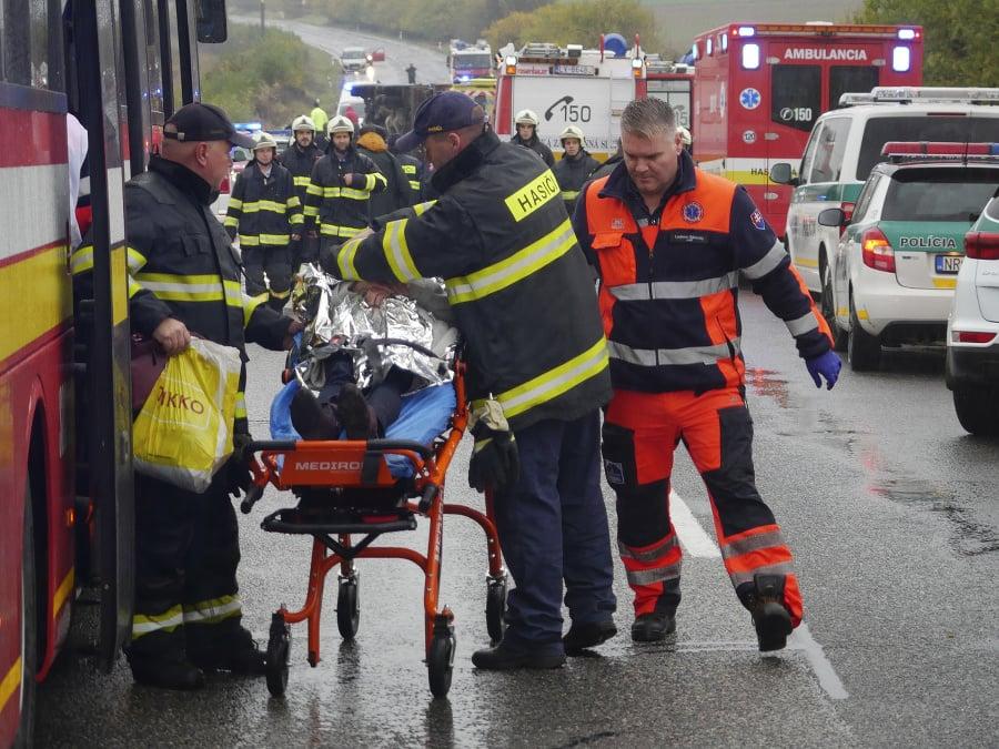 Zraneným osobám poskytovali prvú