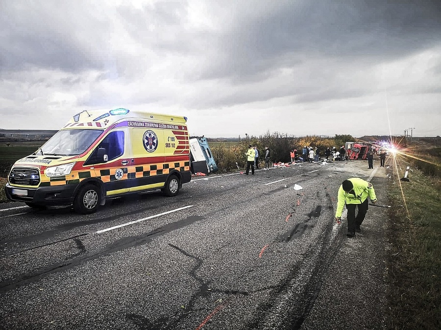 Policajti po nehode označovali