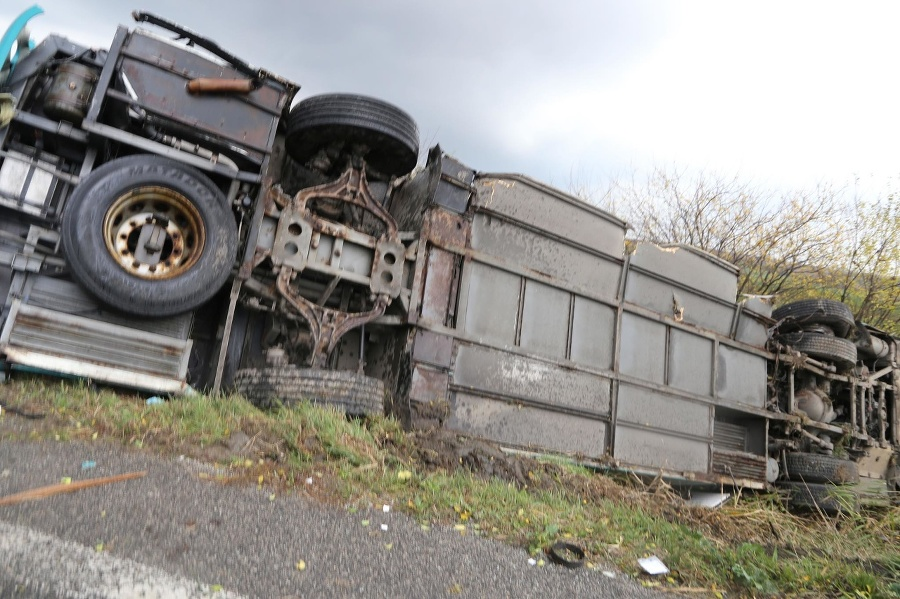 Nehoda si vyžiadala niekoľko