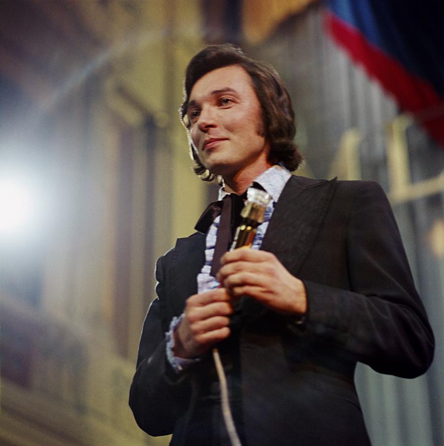 Spevák Karel Gott na