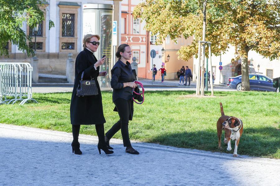 Po pohrebe absolvovala prechádzku