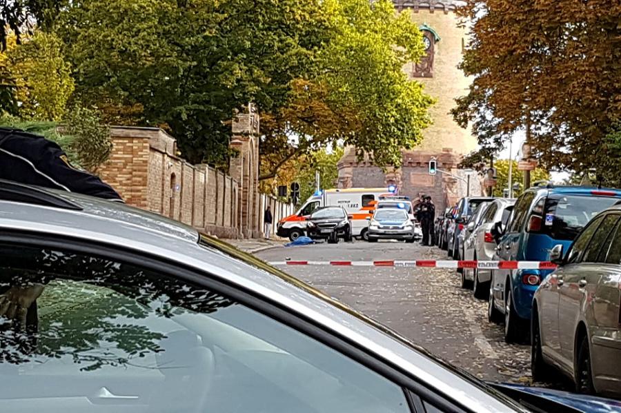 Výstrely padli pri synagóge.