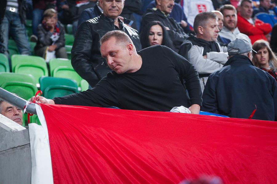 Maďarský fanúšik prekryl slovenskú