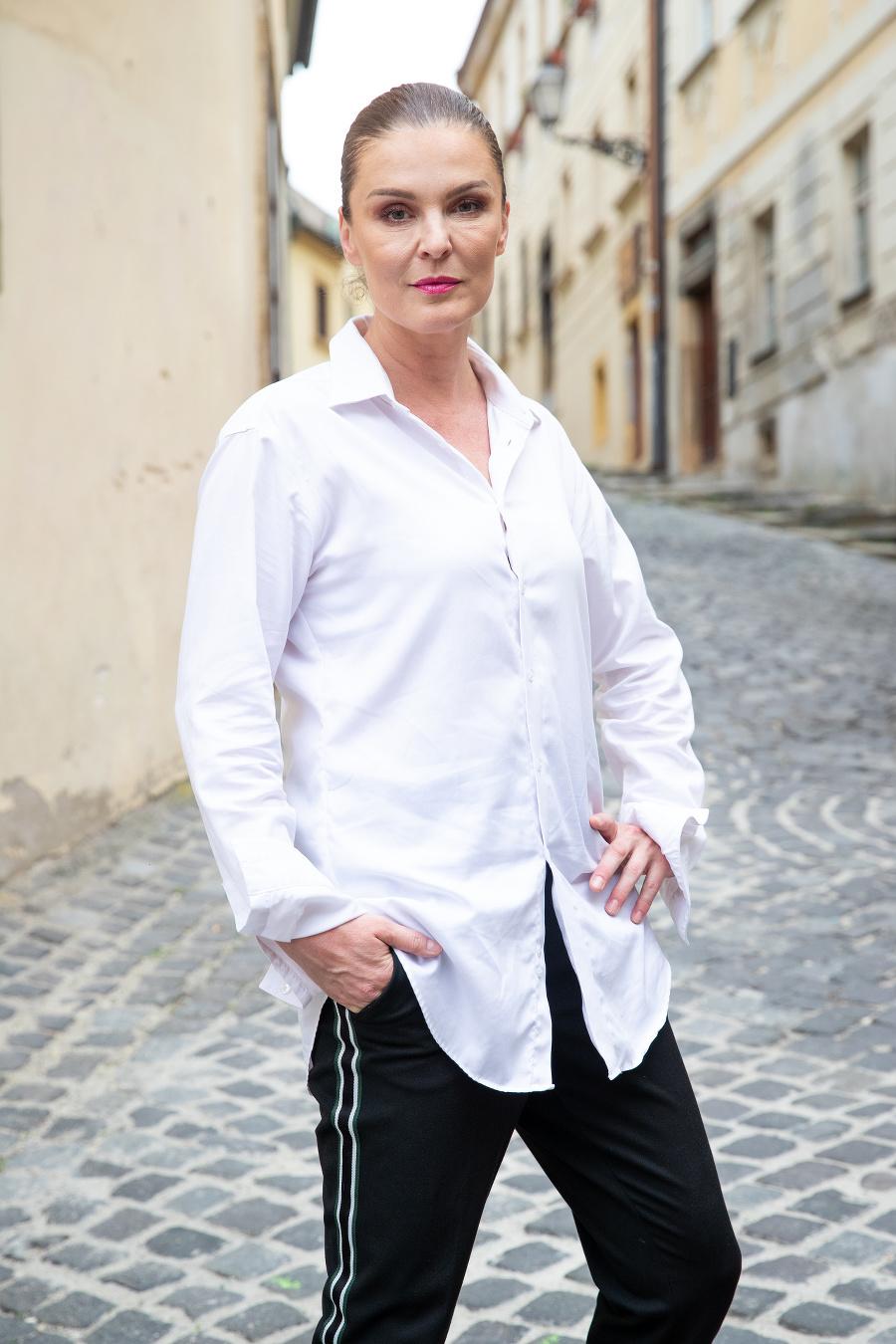 Herečka Elena Podzámska