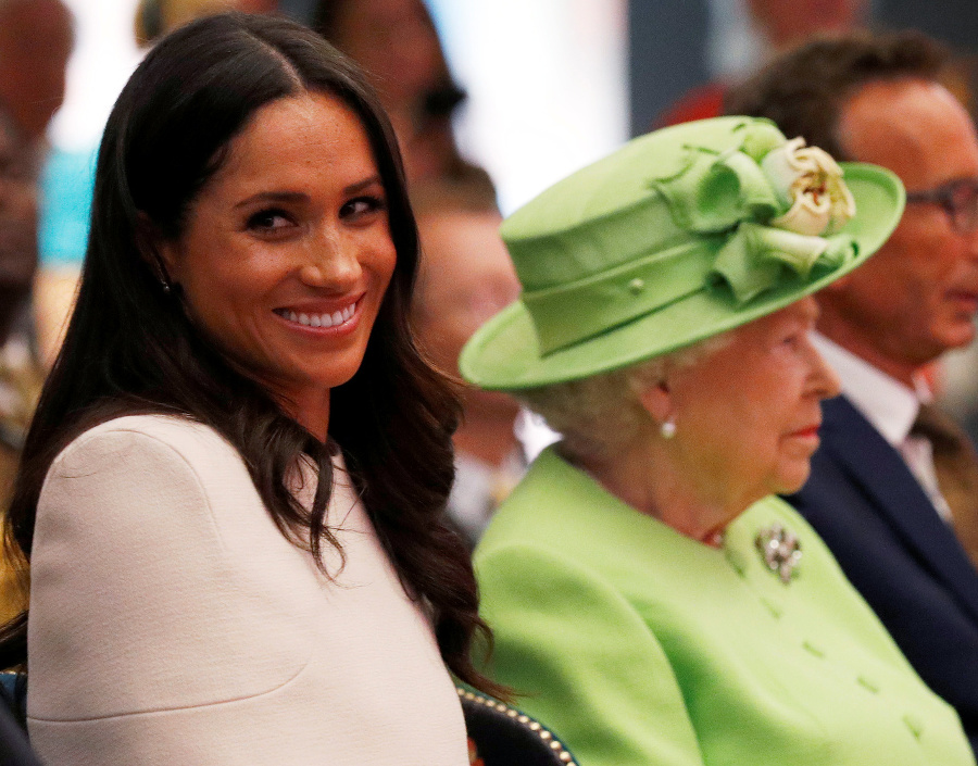 Meghan a kráľovná na