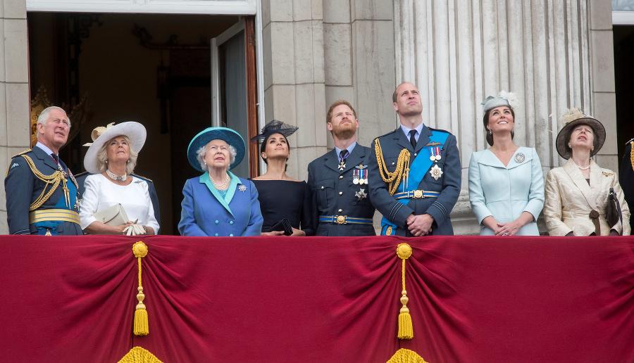 Na balkóne Buckinghamského paláca