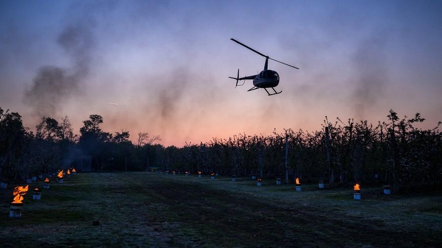 Vrtuľník nad ránom miešal