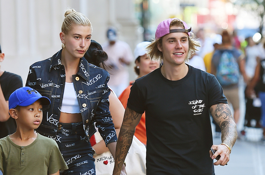 Justin a Hailey.