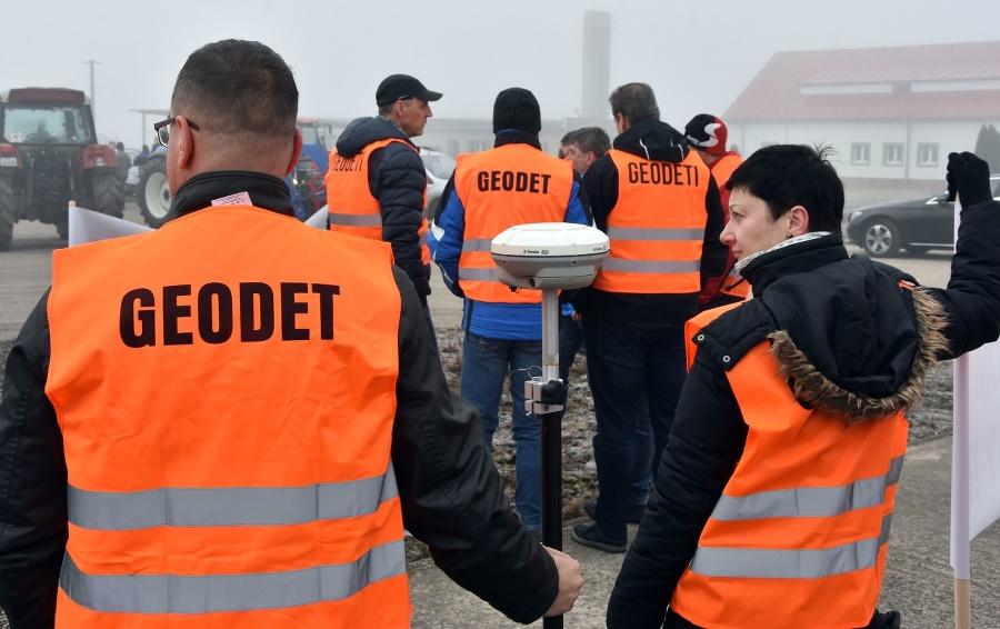 Protestujúci geogeti pred štartom