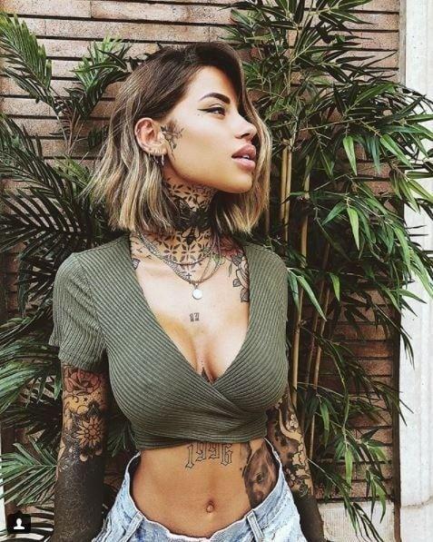 Potetovaná sexica Zoe Cristofolio