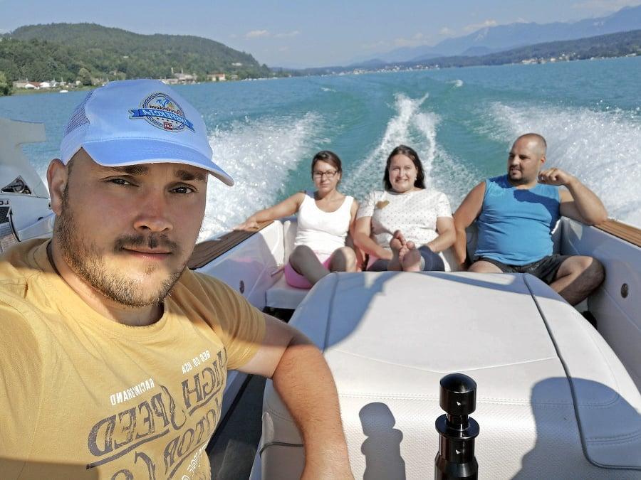 Partia Slovákov si dovolenku