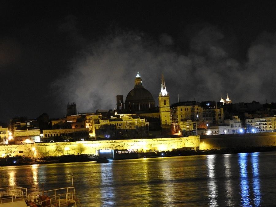 Nočné krásy mestečka Valletta.