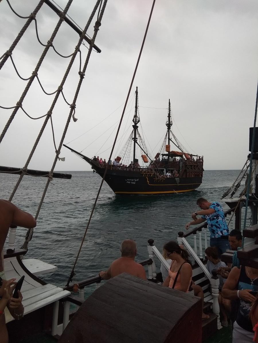 Výlet pirátskou loďou stál