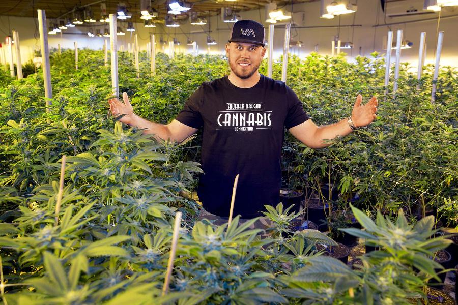 Tyler pestuje a predáva