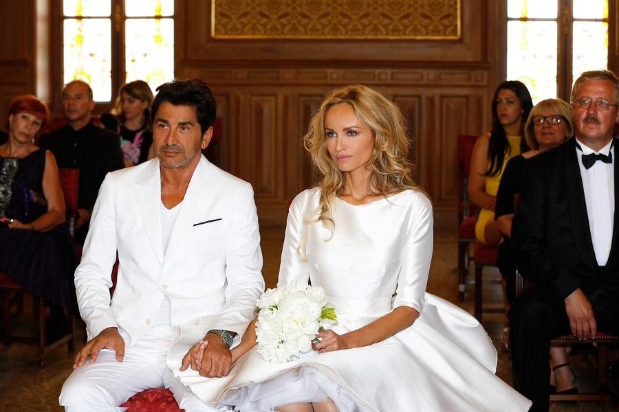 Adrianin manžel André je