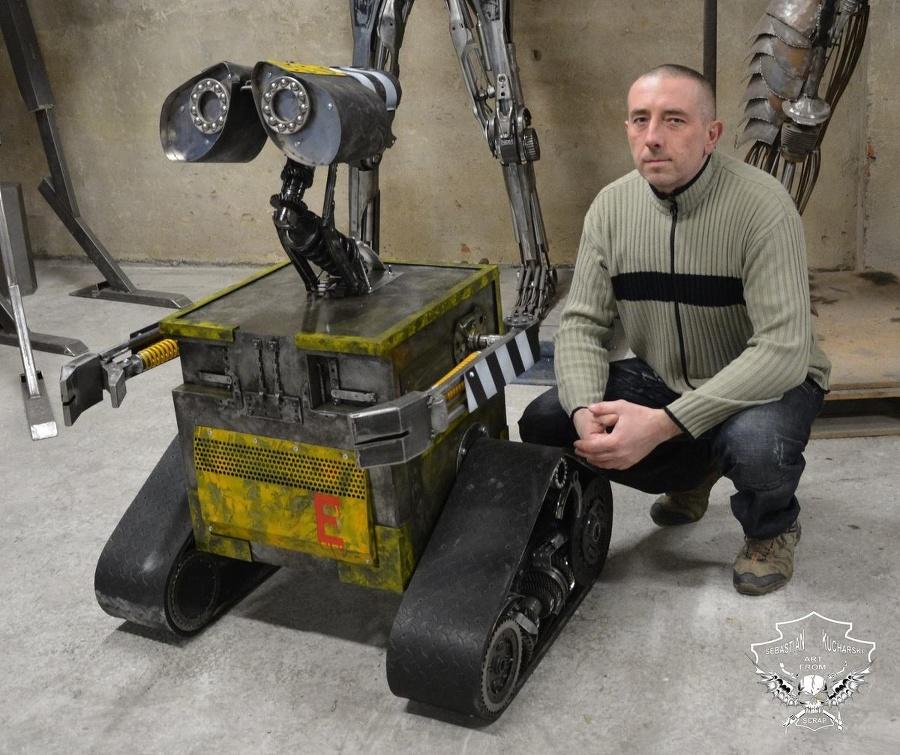 Roztomilý robot Wall-E váži