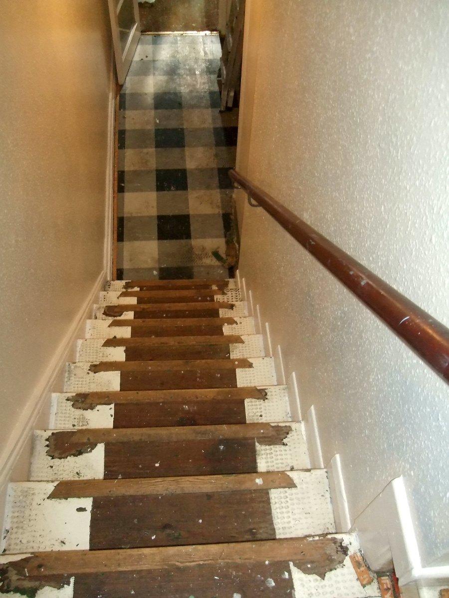 Nebezpečné schody.