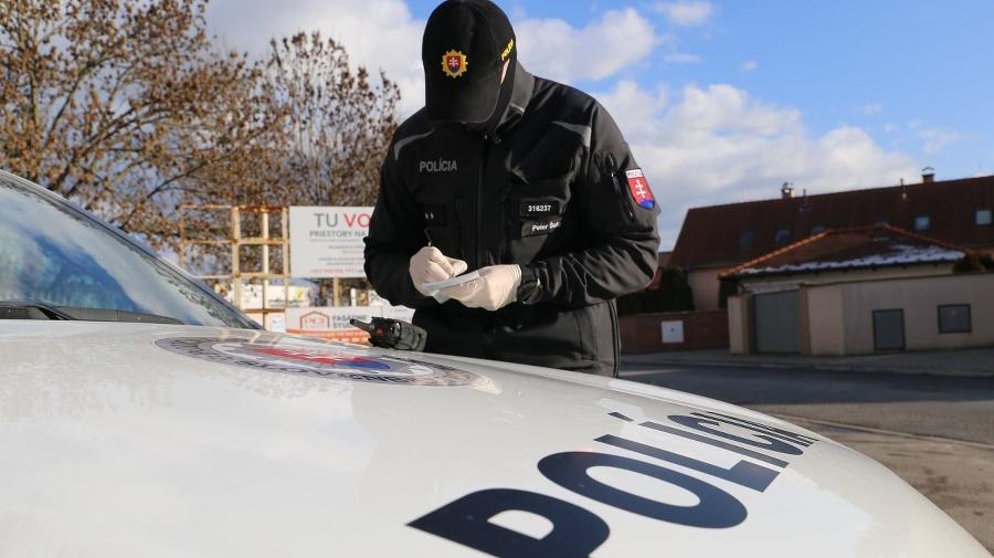 Polícia dohliada na dodržiavanie