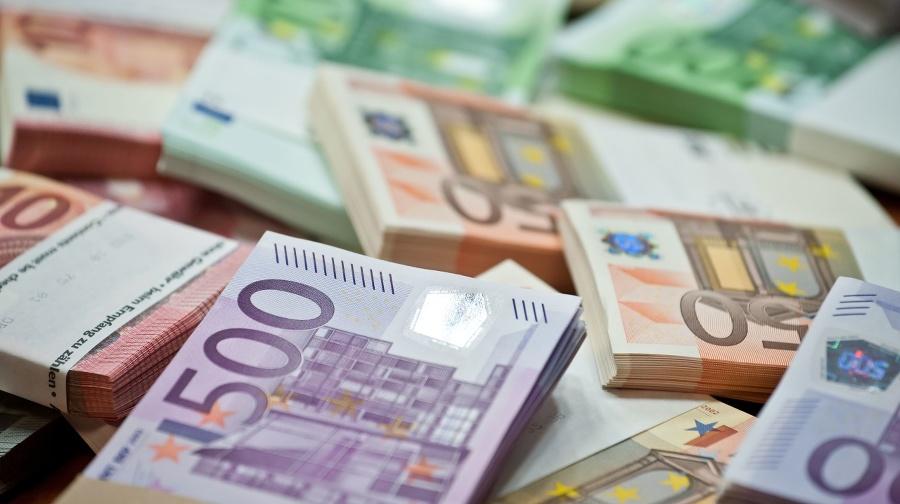 lots of euro bills