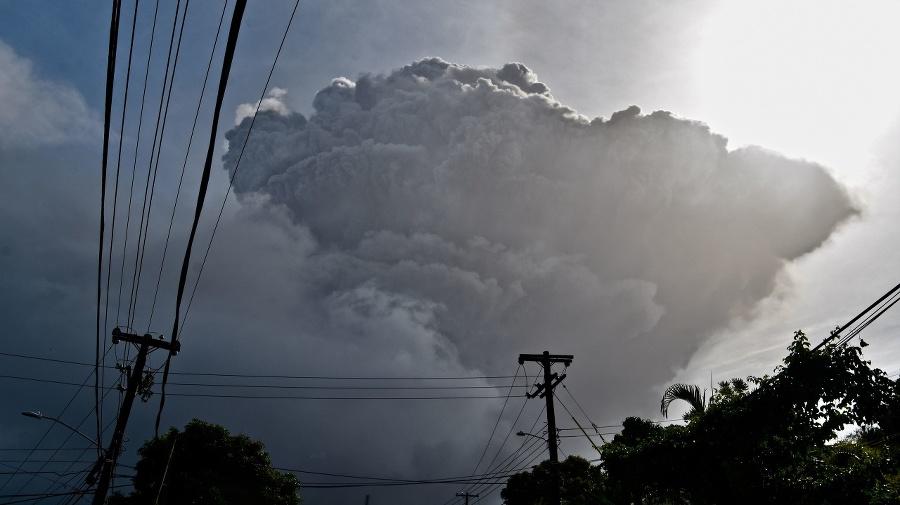 Na karibskom ostrove vybuchla