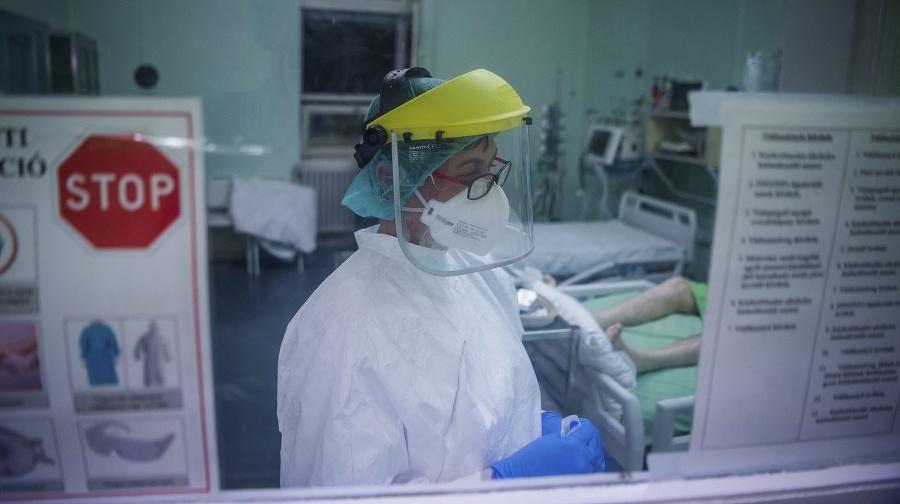 Zdravotná sestra sa stará
