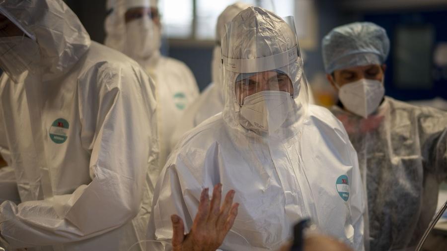 Infektológ neveští Talianom ružovú