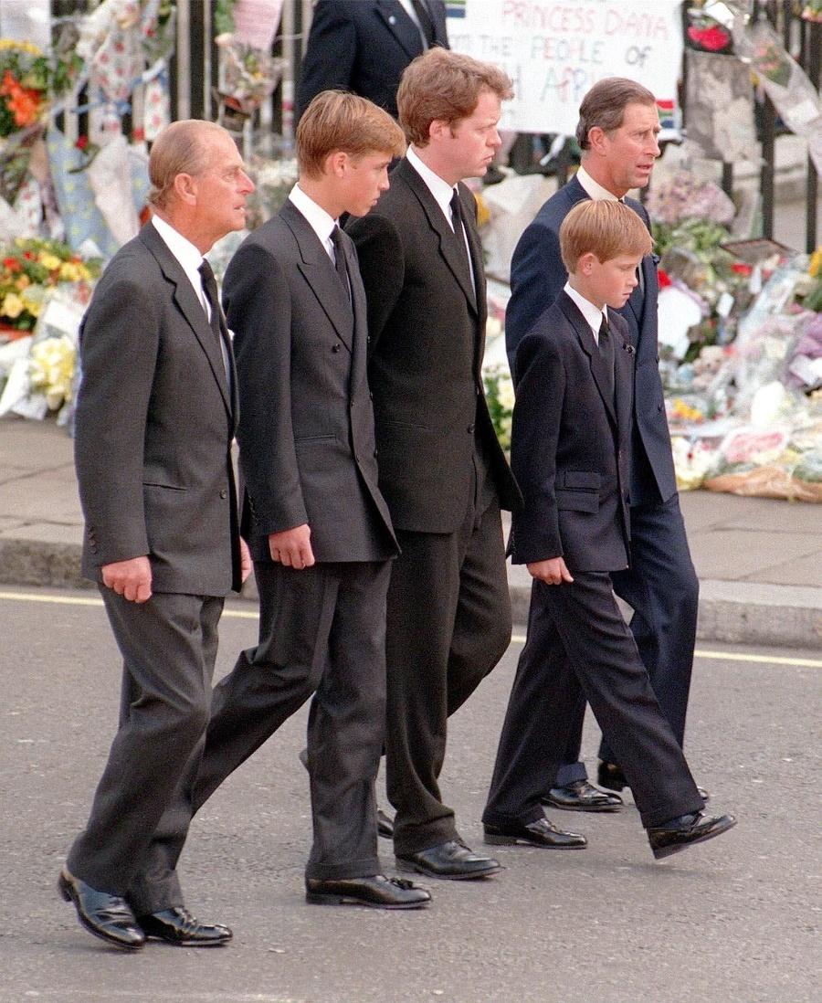 Princ Phillip kráčal spolu
