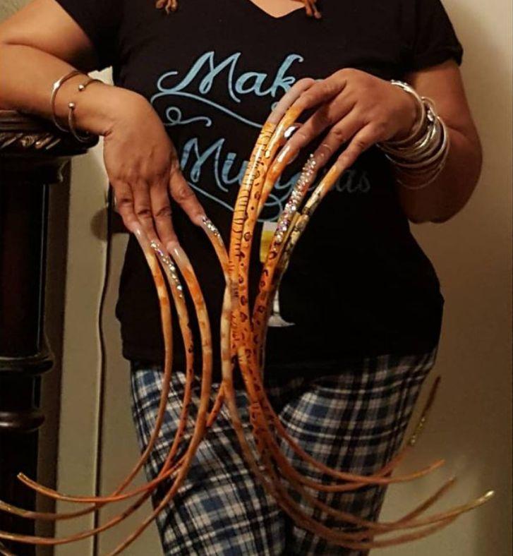Babička s najdlhšími nechtami