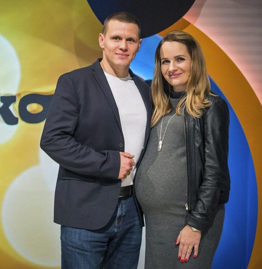 Manželia čakajú druhé bábätko.