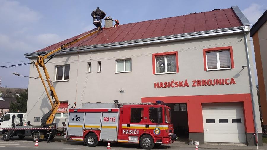 Dobrovoľní hasiči zrekonštruovali bocianom
