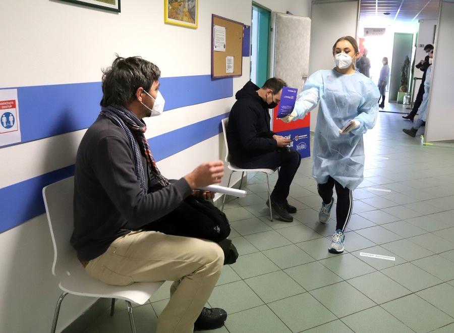 Učitelia čakajú na očkovanie