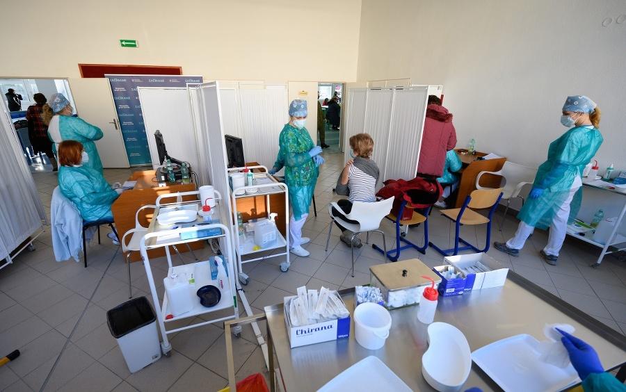 Očkovanie učiteľov vo vakcinačnom