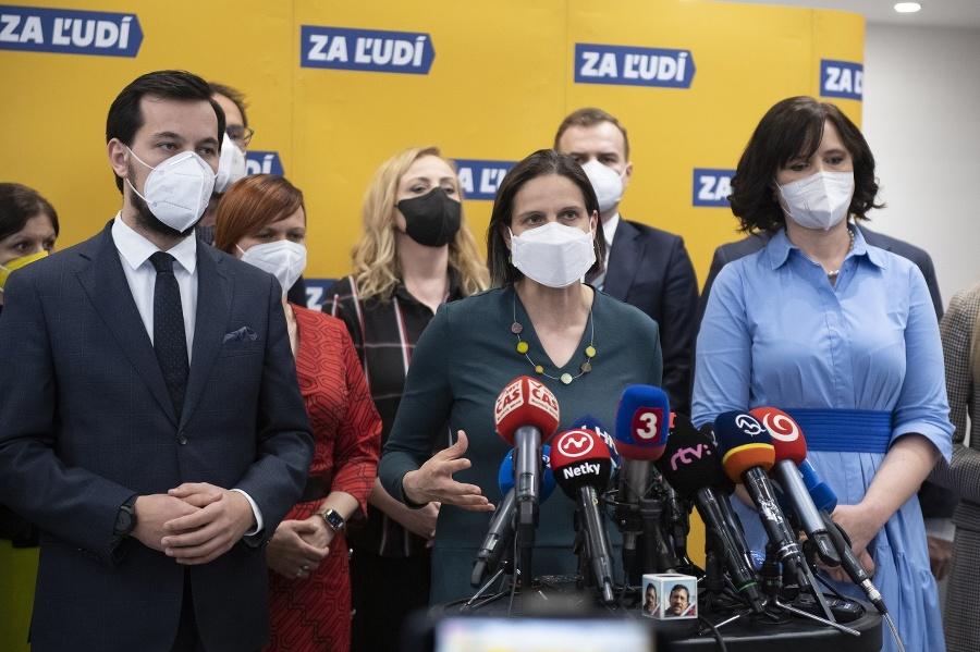 Zľava podpredseda strany Za