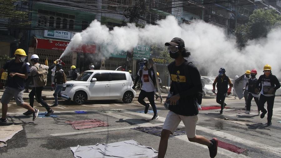 Polícia neváha proti demonštrantom