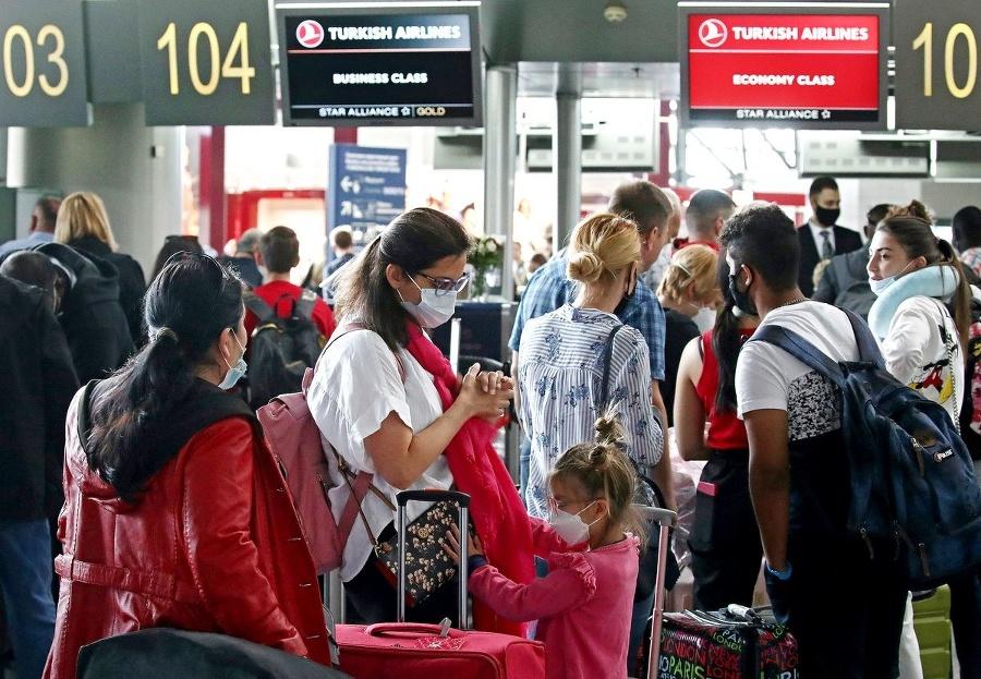 Nebezpečný turizmus: Virológ upozorňuje
