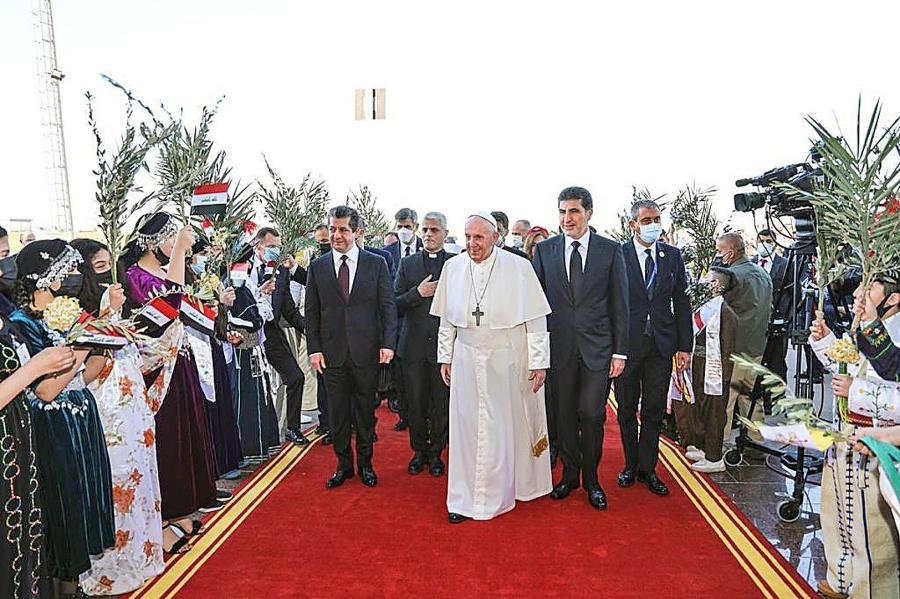Pápeža s nadšením vítali