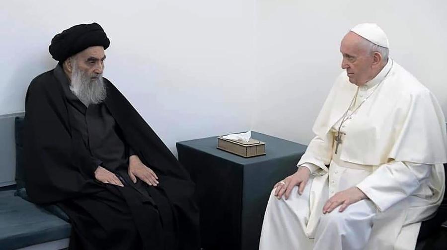 Pápež František (vpravo) sa