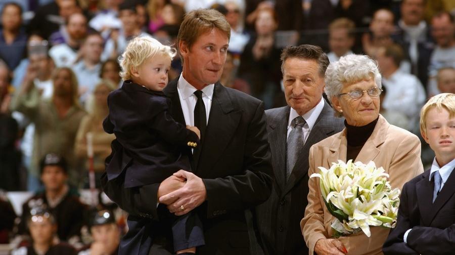 Wayne Gretzky (vľavo) s