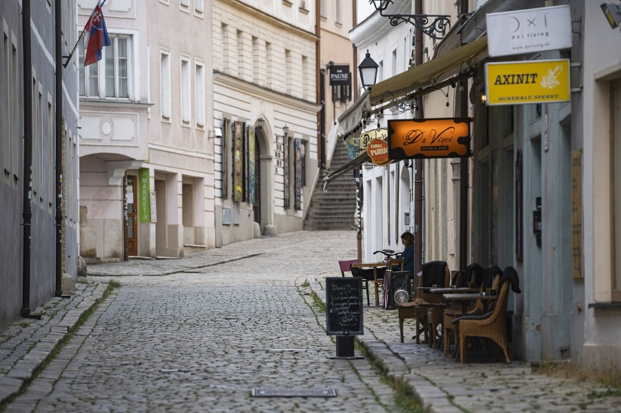 Prázdna Klariská ulica v