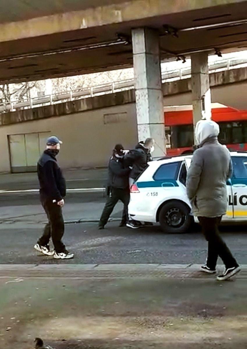 Muža policajti opakovane upozorňovali,
