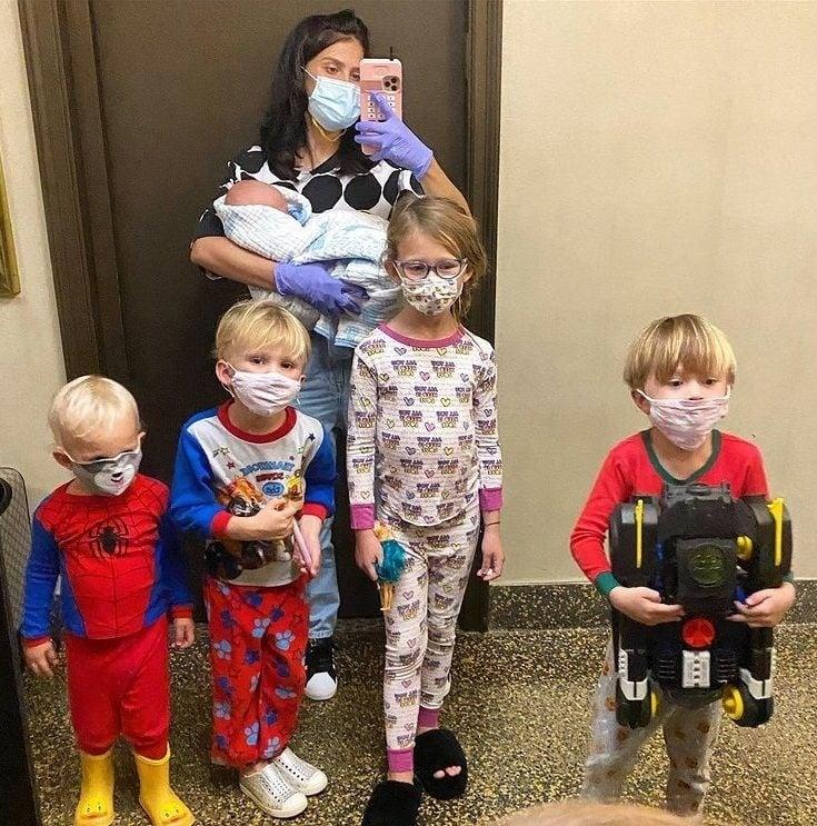 Hilaria Baldwin s deťmi.