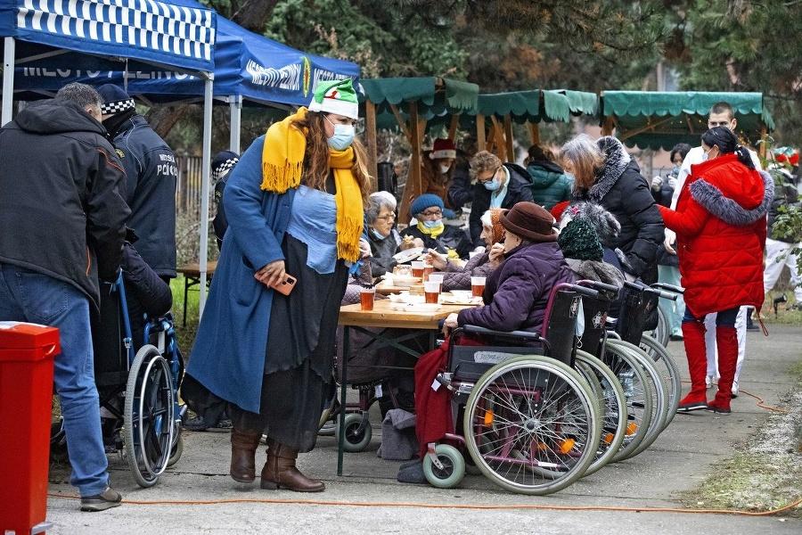 Aktivity: Starčekovia a starenky