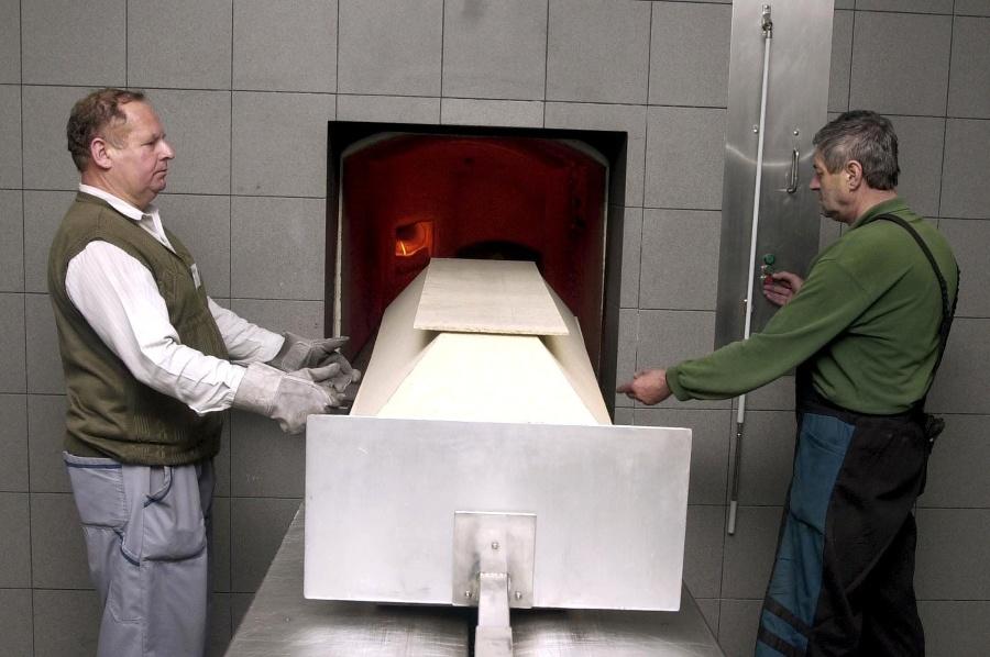 Pracovníci krematória. (archívne foto)