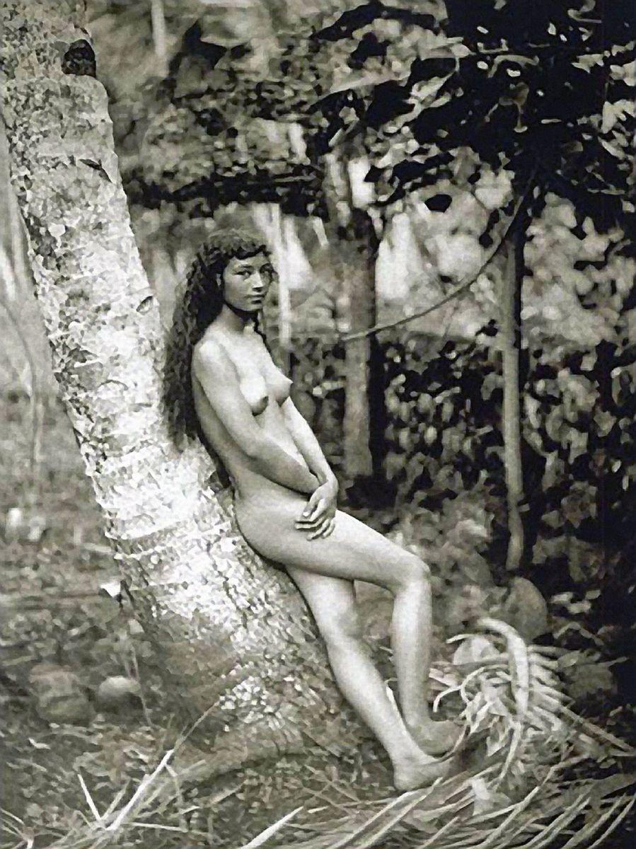 Nahé dievčatá na Tahiti