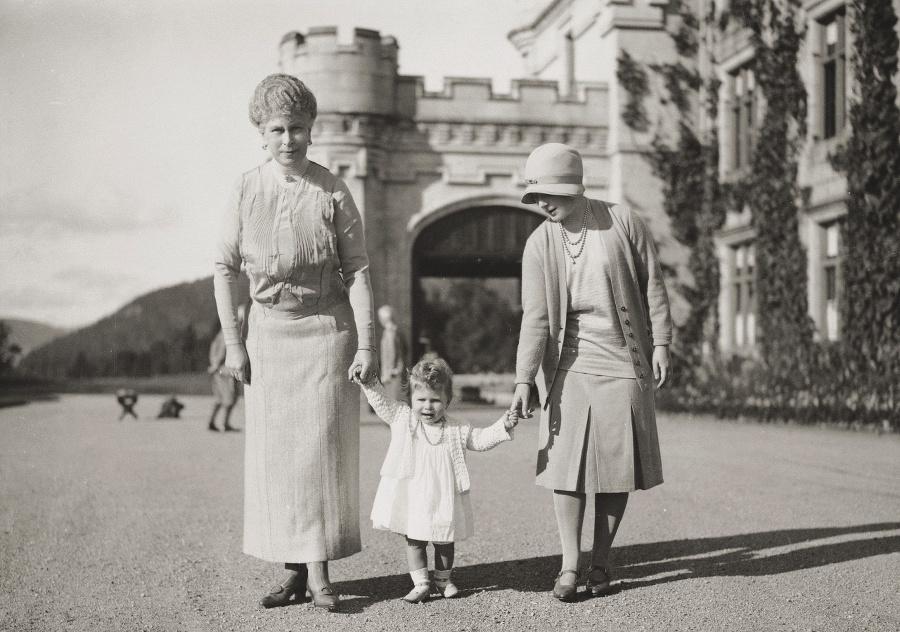 Balmoral, rok 1927: Kráľovná