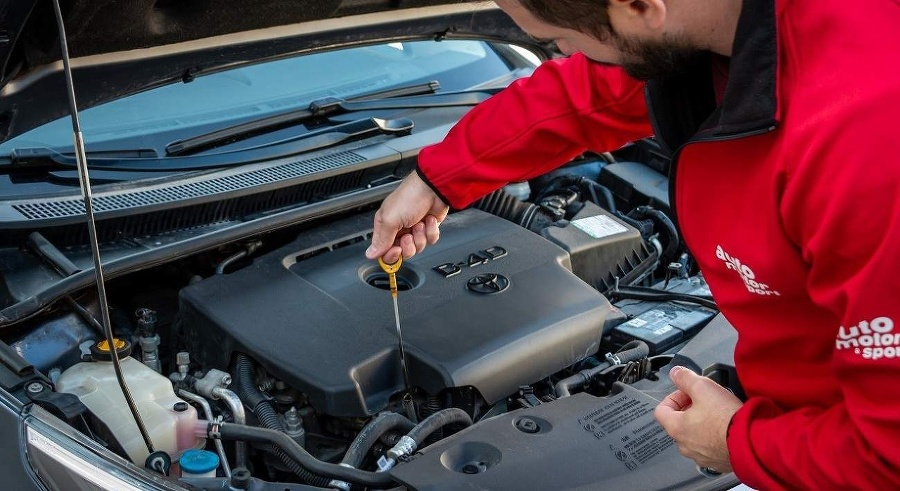 Kontrola hladiny motorového oleja