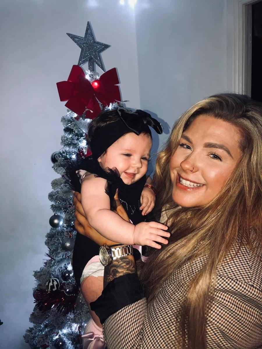 Malá krásavica s mamou-