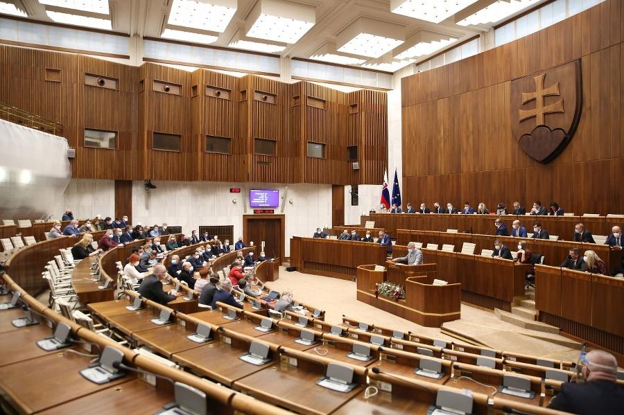 Mimoriadna schôdza parlamentu.