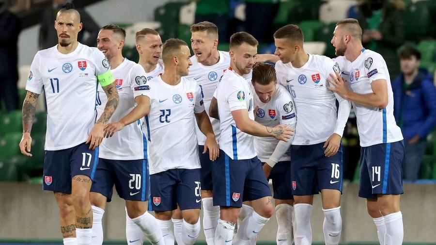 Slovenskí reprezentanti oslavujú postup
