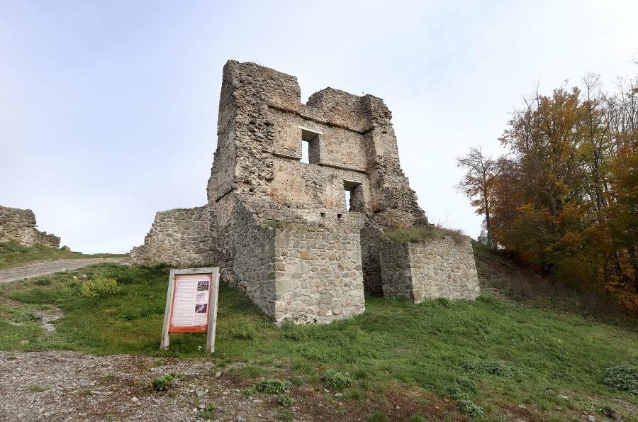 Hlavná vstupná brána horného hradu vo Zvolene.